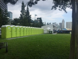 qool enviro portable toilets in bloomberg square mile relay singapore 20153